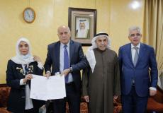 الرجوب يوقع ثلاث اتفاقيات مهمة في الكويت