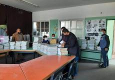 مدارس مديرية الوسطى تبدأ بتوزيع الكتب الدراسية على طلبتها
