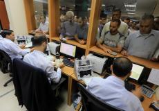 موظفي غزة يتلقون رواتبهم من البريد