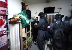 الاحتلال يقتحم السجون وينكل بالاسرى الفلسطينيين