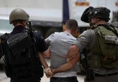 قوات الاحتلال تعتقل مواطنا - أرشيفية