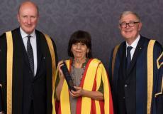 تكريم أستاذة الصحة العامة في جامعة بيرزيت من قبل جامعة بريطانية