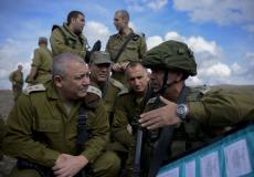 رئيس أركان الجيش الإسرائيلي غادي ايزنكوت مع ضباط جيشه - إرشيفية-
