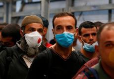 عمال فلسطينيين يدخلون على أحد الحواجز الاسرائيلية