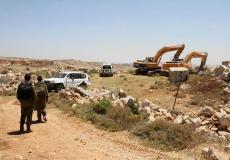 قوات الاحتلال تجرف أراضي المواطنين في سلفيت.jpg