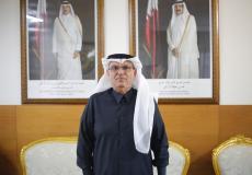 السفير القطري محمد العمادي في مكتبه بغزة - صورة وكالة سوا الاخبارية
