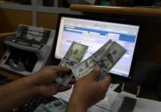 صرف رواتب في بنك البريد بغزة