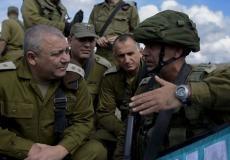 رئيس أركان الجيش الإسرائيلي غادي ايزنكوت مع ضباط جيشه