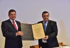 بلدية بيت لحم تمنح ممثل بولندا السابق شهادة مواطنة فخرية