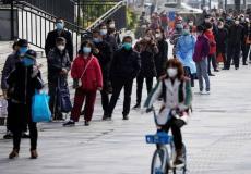 مجموعة من المواطنين في الصين يرتدون الكمامات
