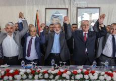 عقب توقيع اتفاق المصالحة بين حركتي فتح وحماس في 12 أكتوبر الماضي -توضيحية-
