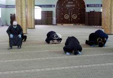 مصلون في أحد مساجد غزة