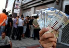 صرف رواتب موظفي السلطة في غزة -ارشيف-