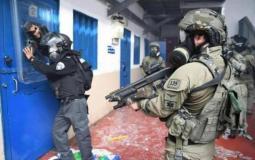 اقتحام قوات الاحتلال للسجون - أرشيف