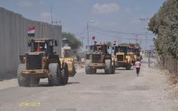 جانب من المعدات المصرية التي دخلت إلى غزة أمس