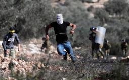 إصابات وحالات اختناق خلال مواجهات مع الاحتلال في قلقيلية