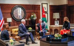 نائب الرئيس الأمريكي مايك بينس خلال لقائه مع العاهل الأردني الملك عبد الله الثاني
