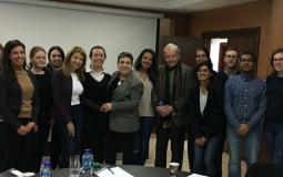 حنان عشراوي تجتمع مع طلاب بجامعة جونز هوبكنز الأمريكية