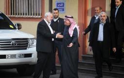 السفير القطري محمد العمادي ورئيس المكتب السياسي لحماس إسماعيل هنية في غزة - أرشيف