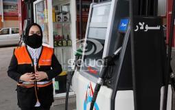 سلمى النجار أول فتاة تعمل في محطة للوقود