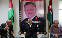 هنية وقيادات حماس يزورون المستشفى الأردني في غزة