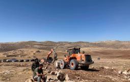 مستوطنون بحماية جيش الاحتلال يستولون على أراضٍ شرق رام الله - تصوير فارس كعابنة