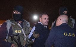 لحظة تسليم الارهابي هشام عشماوي