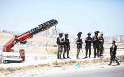"""الاحتلال يفكك """"كرفانات"""" تعليمية في مدرسة خربة """"ابزيق"""" شمال طوباس ارشيف"""