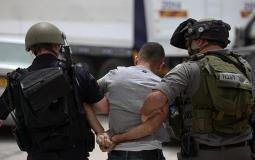 قوات الاحتلال تعتقل المواطنين- أرشيفية