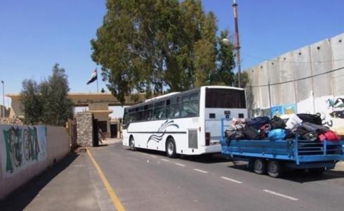 حافلة تقل مسافرين عبر معبر رفح جنوب قطاع غزة