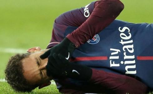 نيمار دا سيلفا لاعب باريس سان جيرمان الفرنسي