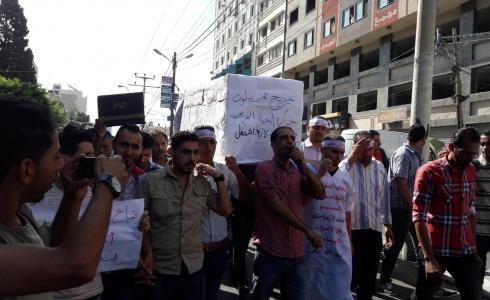 مسيرة للخريجين في غزة للمطالبة بتوفير فرص عمل -من الارشيف-