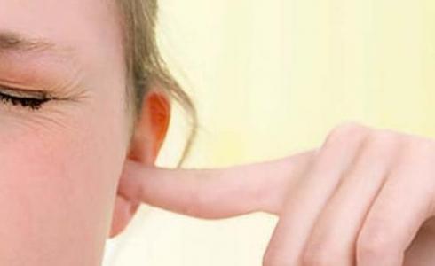 أحدث أعراض الاصابة بكورونا -فقدان السمع - الصمم -توضيحية-