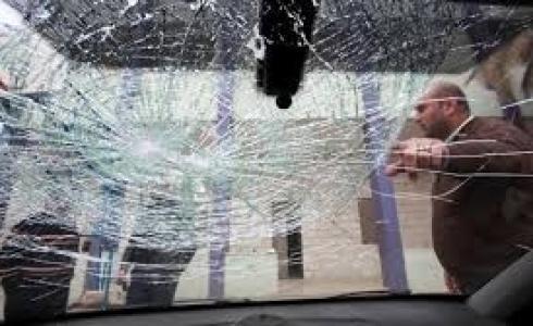 مستوطنون يرشقون سيارات المواطنين بالحجارة قرب رام الله