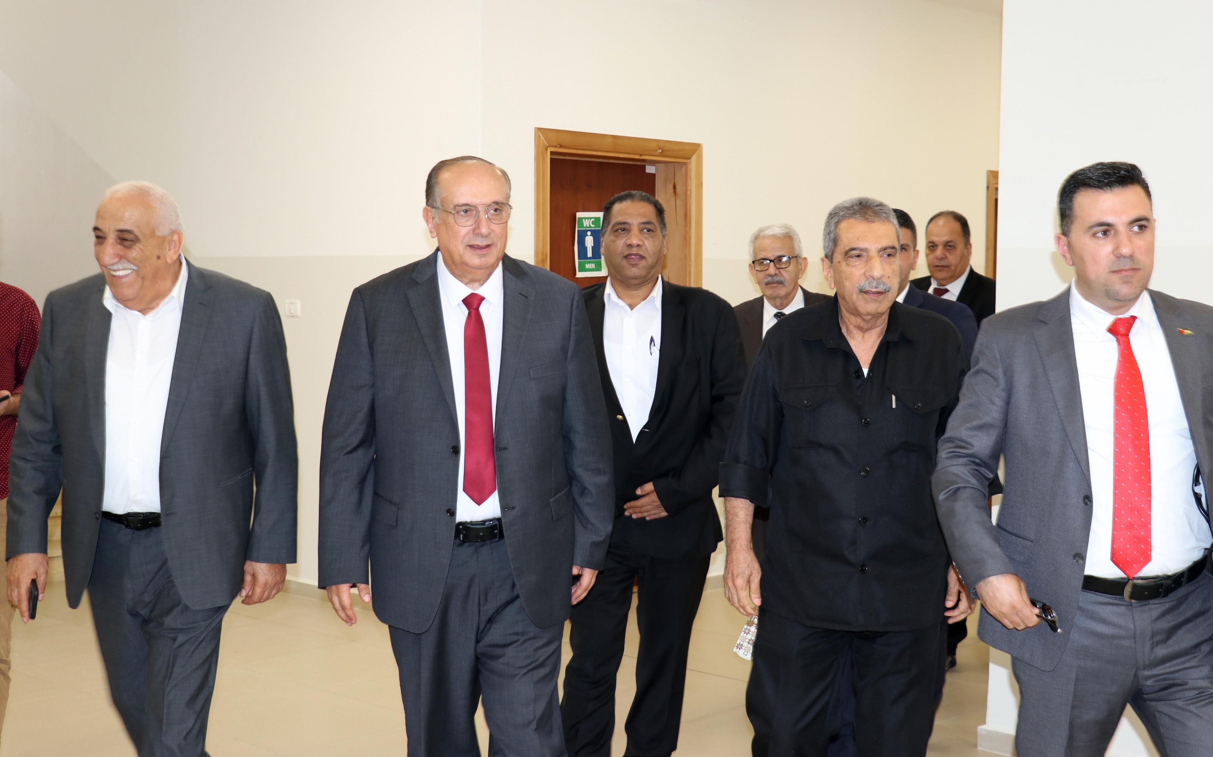 أبو مويس والطيراوي يفتتحان كلية صائب عريقات للدراسات العليا والبحث العلمي في جامعة الاستقلال بأريحا (6).JPG