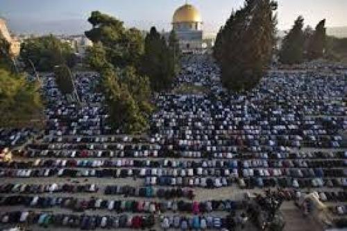 المصلون بالمسجد الاقصى -ارشيف-