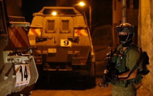 الاحتلال يعتقل وزير سابق ونائب من حماس في الضفة الغربية