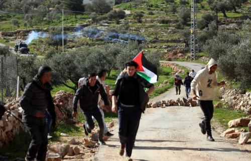 الاحتلال يقمع مسيرة