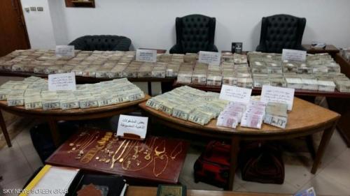 ثروة في منزل متهم بالرشوة في مصر