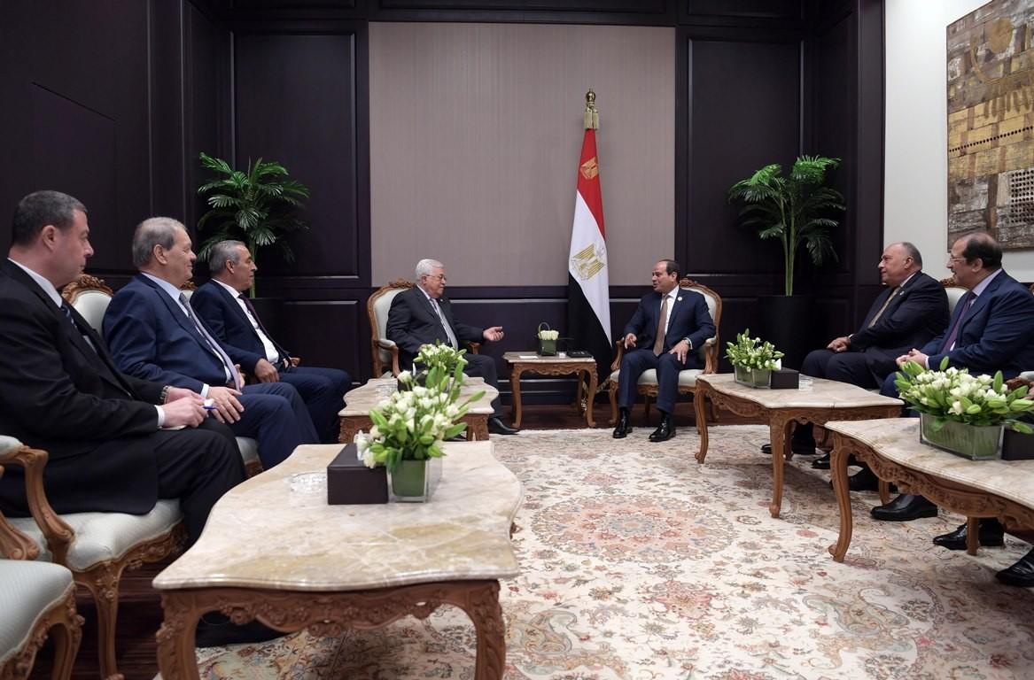 الرئيس محمود عباس والرئيس عبد الفتاح السيسي.jpg